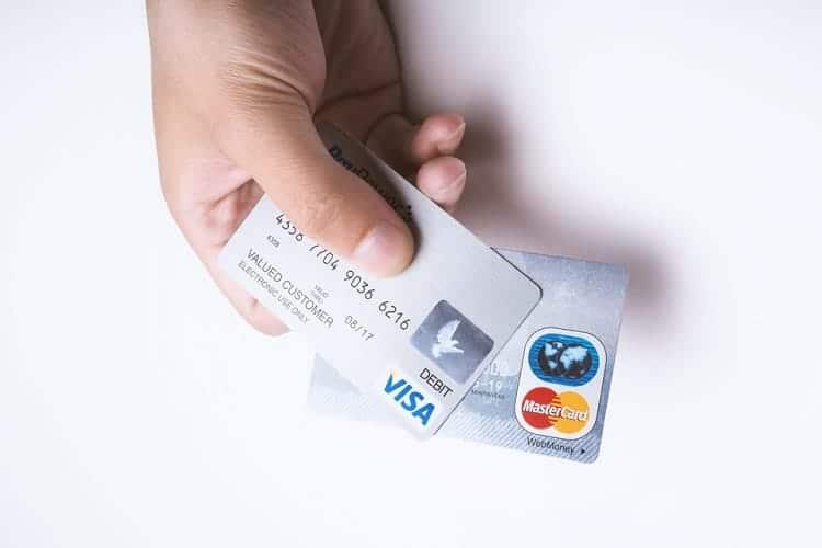 クレジットカードの利用枠が制限されたり、作れない場合がある